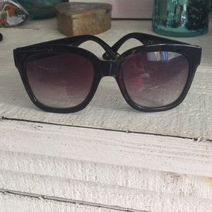 Accessories - Black frame sunglasses